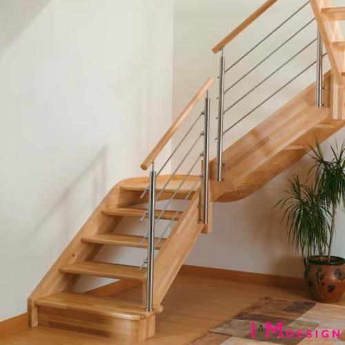 barandillas ancladas al lateral de la escalera