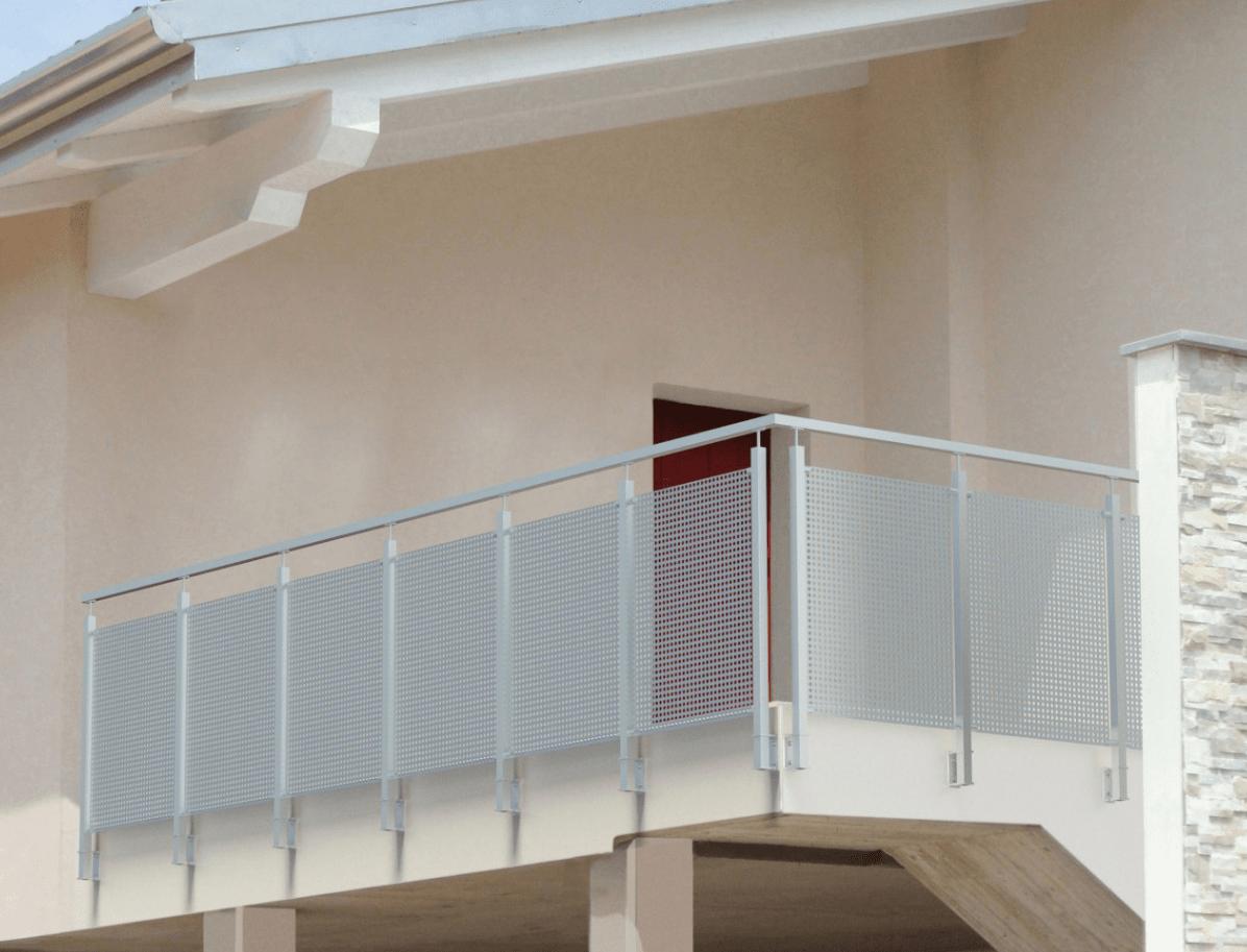 Elementos de anclaje lateral para barandillas con postes